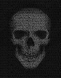 Skalle som göras av binär kod En hacker cyberkrigsymbol Arkivbilder