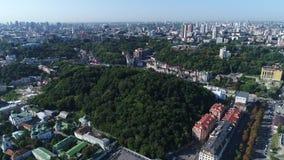 Skalligt berg för slott i Kiev arkivfilmer