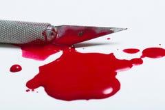 Skalpellblad med blod Royaltyfria Foton