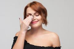 Skamsen kvinnlig skönhet Blyg ungdom fotografering för bildbyråer