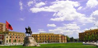 Skanderbeg fyrkant i Tirana arkivfoton