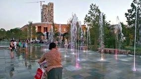 Skanderbegvierkant, het belangrijkste vierkant in Tirana, Albanië stock video