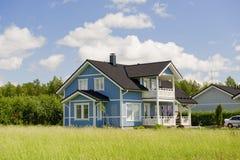Skandinavisch privé plattelandshuisje Stock Fotografie
