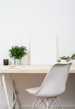 Skandinavische stijl start het werkruimte stock afbeeldingen
