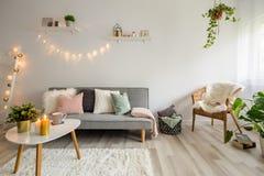 Skandinavisches Wohnzimmer stockfotos