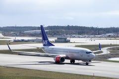 Skandinaviska flygbolag, SAS Boeing 737 taxi Royaltyfri Foto