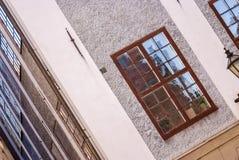 Skandinaviskt gammalt hus, diagonal sikt Arkivbild