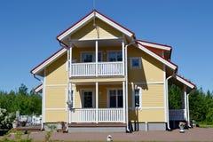 Skandinaviskt privat hus arkivbilder