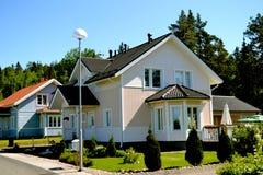 Skandinaviskt privat hus arkivbild