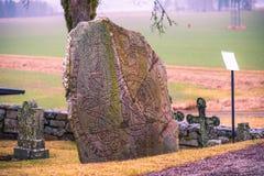 Skanela, Suède - 1er avril 2017 : Runestone de Viking en Skanela Chu Images stock