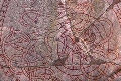 Skanela, Suède - 1er avril 2017 : Runestone de Viking en Skanela Chu Image stock