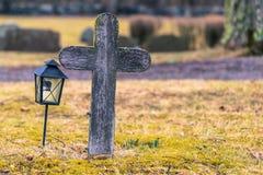 Skanela Sverige - April 1, 2017: Grav i den Skanela kyrkan, Sverige royaltyfria foton