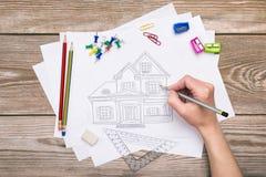 skanujący ręka TARGET386_1_ rysujący dom obraz royalty free