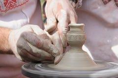 Skapa en lerakrus Royaltyfri Bild