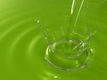 skapa hällande krusningar som plaskar vatten Royaltyfri Fotografi