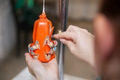 Skapelse av den handgjorda stearinljuset Arkivfoto