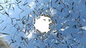 Skarpa stycken av det blått splittrade exponeringsglas och hålet Arkivfoton