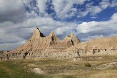 Skarpt eroderade berg av badlandsna i South Dakota fotografering för bildbyråer
