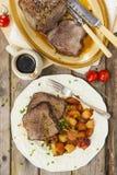Skarv för steknötkött med stekgrönsaker Royaltyfria Bilder
