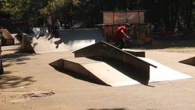 Skateboard άσκησης Teens απόθεμα βίντεο