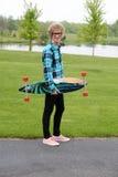 skateboard ατόμων εκμετάλλευσης  Στοκ Φωτογραφίες