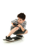 skateboard παικτών παιχνιδιών εσωτ&epsi Στοκ Φωτογραφία