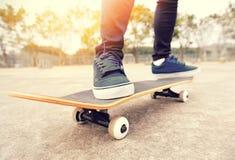 Skateboard fahren Stockfotos