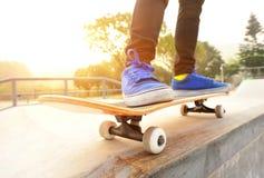 Skateboard fahren Lizenzfreie Stockfotos