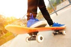 Skateboard fahren Lizenzfreies Stockfoto