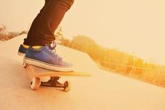 Skateboard fahren Stockbild