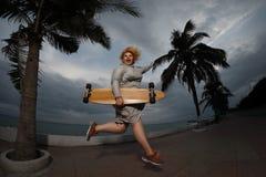 Skateboard fahren der Frau Lizenzfreies Stockbild