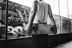 Skateboard fahren Praxis-Freistil-des extremen Sport-Konzeptes Lizenzfreie Stockfotografie