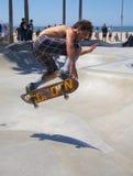 Skateboard fahren an Venedig-Strand Stockbilder