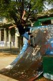 Skateboard-Flug lizenzfreies stockfoto