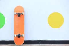 Skateboard lean on wall Royalty Free Stock Photography