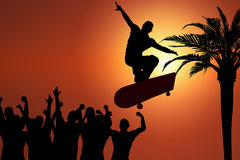 Skateboard-Sprung am Sonnenuntergang Lizenzfreie Stockfotos