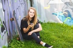 Skateboarder σε ένα skatepark στοκ εικόνες