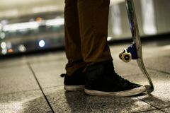 Skateboarder στην πόλη στοκ φωτογραφίες