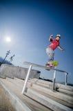 Skateboarder σε μια φωτογραφική διαφάνεια στοκ εικόνες με δικαίωμα ελεύθερης χρήσης