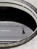Skateboarder al viale di paulista a Sao Paulo immagine stock