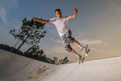 Skateboarder in a concrete pool Royalty Free Stock Images