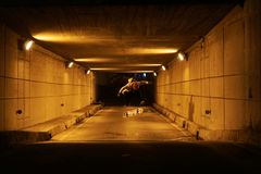 Skateboarder doing some tricks in the tunnel royalty free stock photos