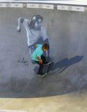 Skateboarder in kom bij het Strand van Venetië, CA royalty-vrije stock foto's
