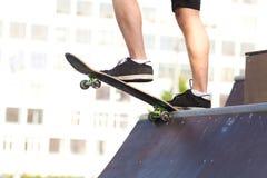 Skateboarder op begin Royalty-vrije Stock Foto's