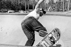 Skateboarder Skating a Bowl Royalty Free Stock Photos