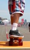 Skateboarder sulla rampa Fotografie Stock Libere da Diritti