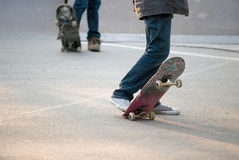 Skateboarders van de tiener Stock Fotografie