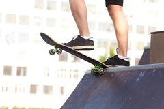 Skateboardfahrer auf Anfang Lizenzfreie Stockfotos