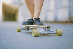 Skateboardfahrer auf dem Rochen stockfoto