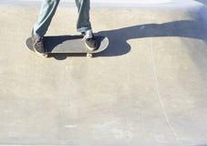 Skateboardfahrer auf Skateboard Lizenzfreies Stockbild